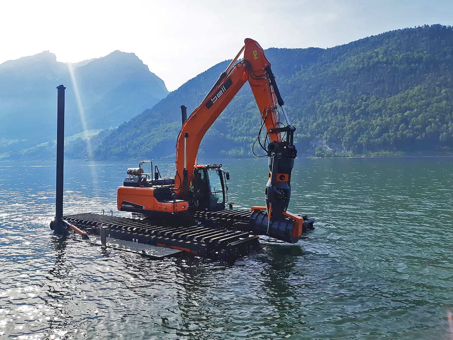 Amphibious excavator_with flat barge head
