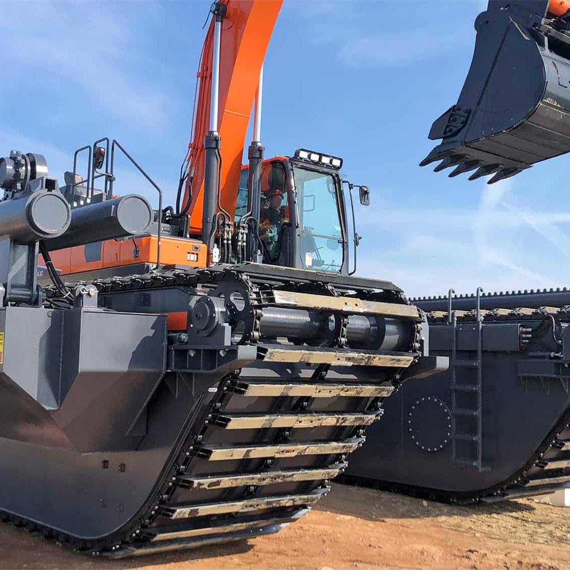 Bell-amphibious-excavator-undercarriage